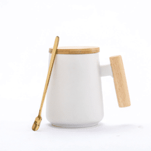 tasse thé blanche bois